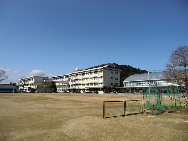 640px-Toyokawa_City_Chubu_Junior_High_School_(2011.01)_1